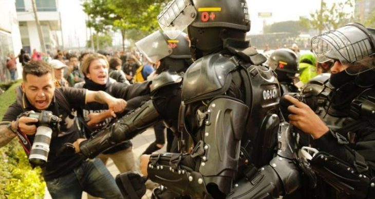 Image for Police commit acts of aggression against 195 journalists covering protests